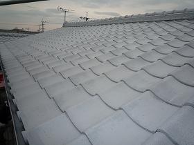 屋根瓦の下塗り