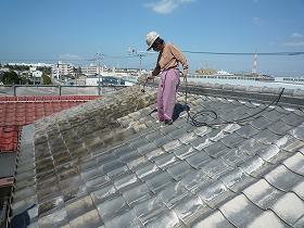 屋根瓦の高圧水洗浄