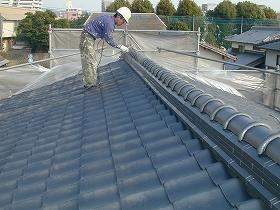 屋根瓦棟部分の上塗り