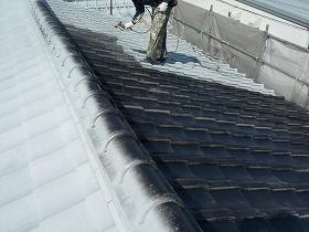 屋根瓦の中塗り