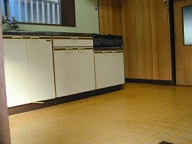 床貼替え、流し台取替えのビフォー