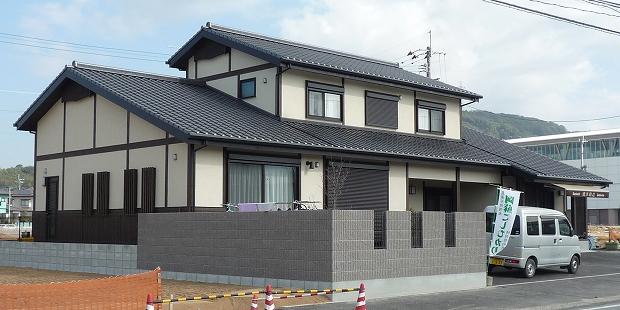 建物外観全景(大きな屋根のある和の家)