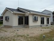 収納にひと工夫、白い壁の家