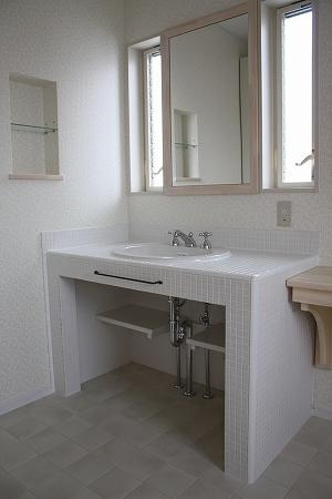 モザイクタイル貼りのオリジナル洗面化粧台