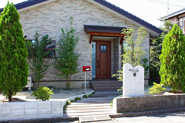平屋の家 玄関アプローチ