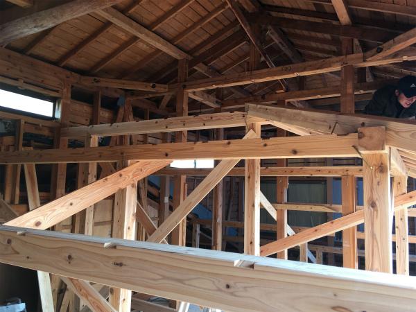 既存の2階部分の中に新たに小屋組み中02