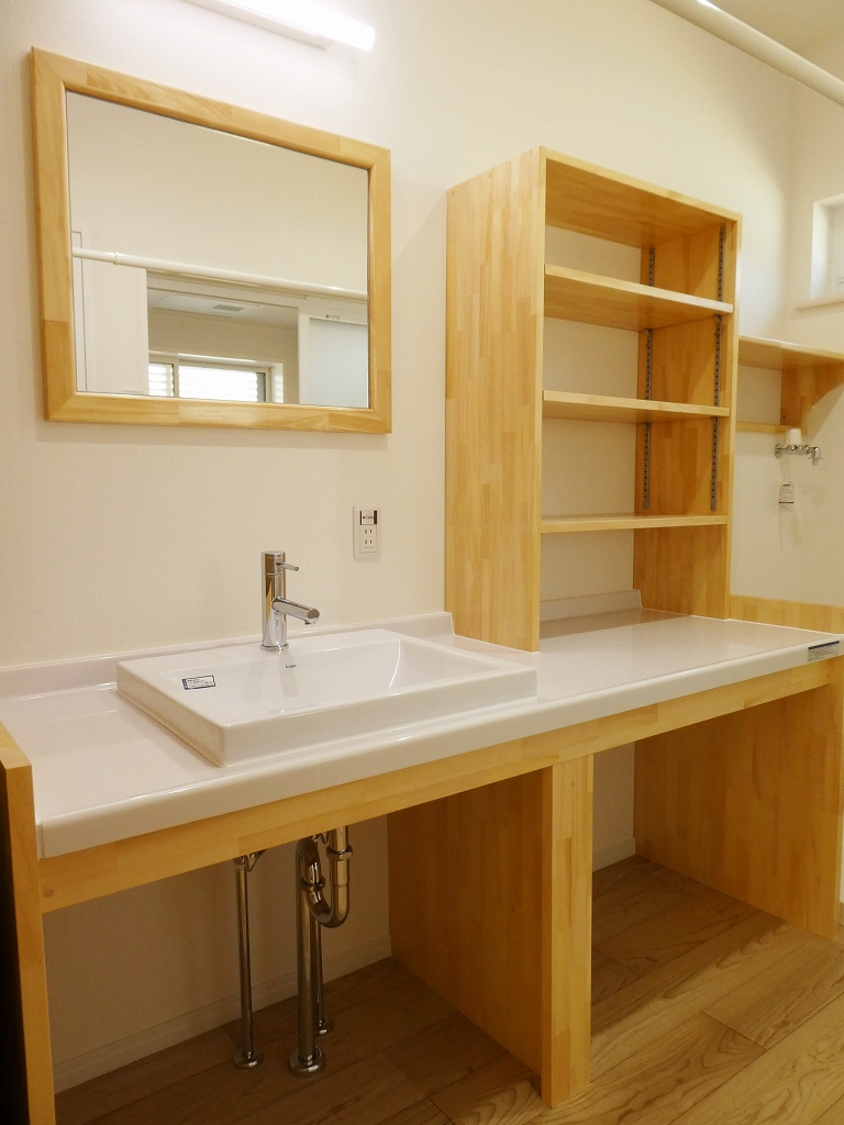 造作洗面化粧台(ナチュラル・スタイルの家)